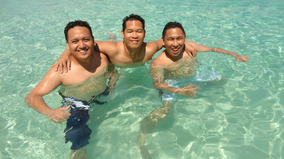 Samal Island, Davao : Relaxing Clear Blue Waters