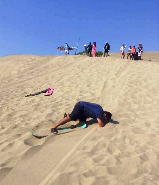 Paoay Sand Dunes – Falling Face First While Sandboarding!