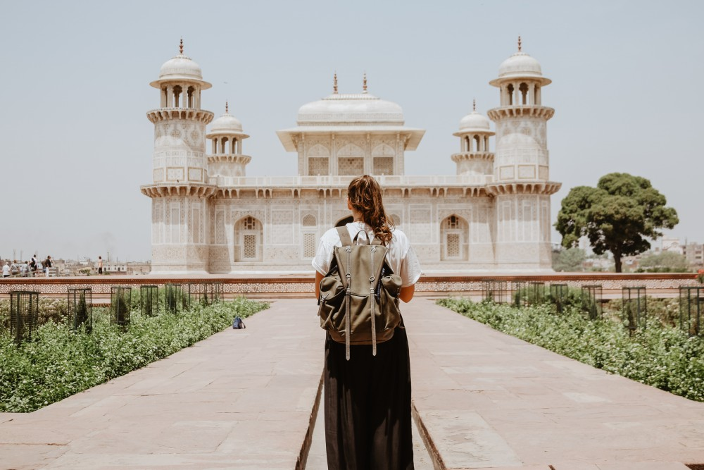How to Have a Cultural Experience While Traveling